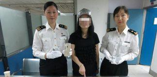 زن چینی با 102 آیفون قاچاق زیر لباس دستگیر شد
