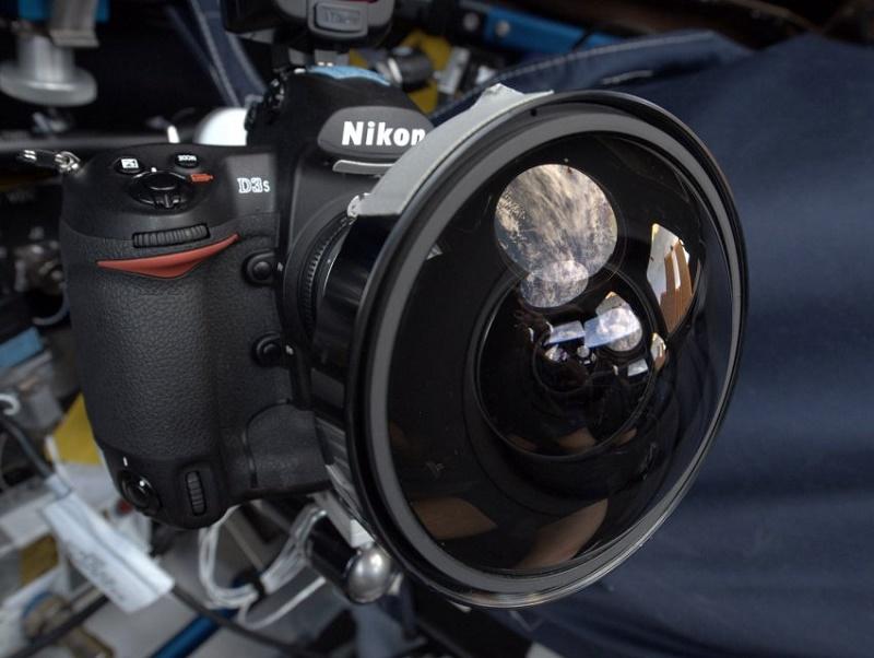 ناسا 53 دوربین Nikon D5 را برای ارسال به فضا خرید