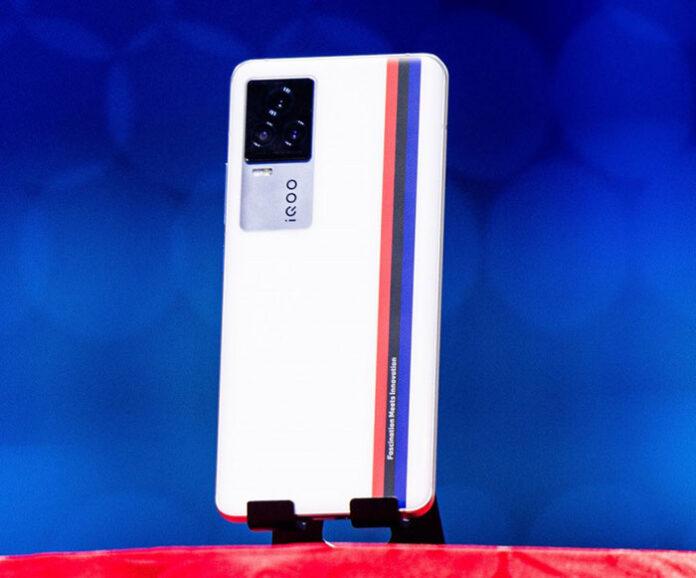 iQOO 7 با شارژر 120 واتی، فقط 15 دقیقهای باتری را پر میکند!