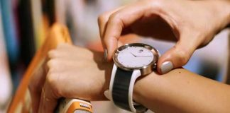 معرفی ساعت هوشمند سونی FES Watch U با فناوری ePaper