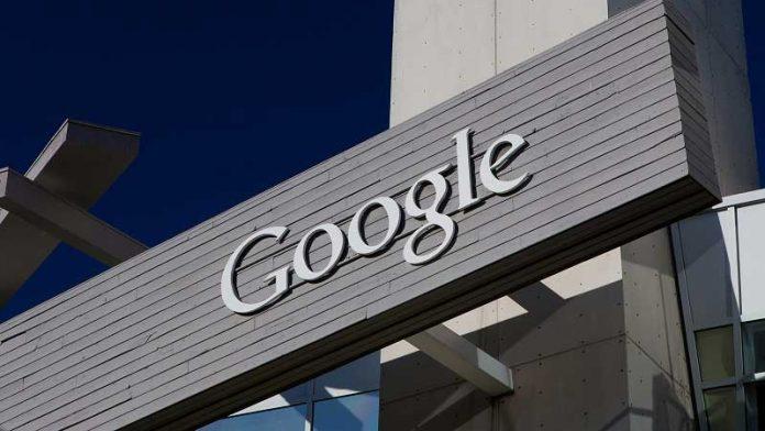 تصویر تاری از گوگل پیکسل 2 ؛ حاشیههای ضخیم در بالا و پایین